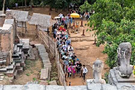 SIEM REAP, CAMBODIA - March 01, 2015: Angkor Wat is a popular tourist attraction temple in Angkor Archeological area in Cambodia 新聞圖片