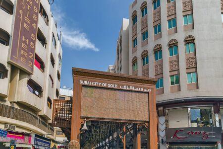 DUBAI, UAE - January 23, 2016: Dubai Gold Souk traditional market located in Dubai's commercial business district in Deira, in the locality of Al Dhagaya. Standard-Bild - 129378982
