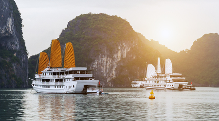 Discover Halong Bay Top Destinations Ha Long Bay is a    popular travel destination. Tourist boat high cliffs and lagoon sea waters of Ha Long Bay. Imagens
