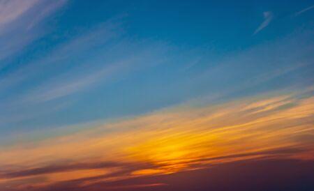 Fond de couleur de nuage de photo panoramique de ciel de coucher du soleil