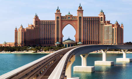 DUBAI, UAE - JANUARY 26, 2016: Frame Atlantis the Palm is a luxury hotel in Dubai, Monorail connects the Palm Jumeirah to the mainland. Éditoriale