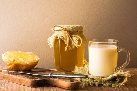 eat smeared: Roll milk and sweet honey on wooden background