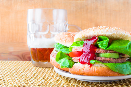 Two homemade grilled hamburger with cold beer Stockfoto