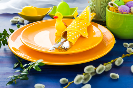Easter table setting with a yellow duck Standard-Bild