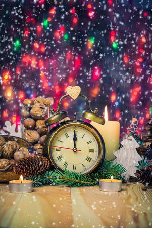 Festliche Weihnachts Uhr auf die Uhrzeit in der zwölften Neujahr Standard-Bild - 34228531
