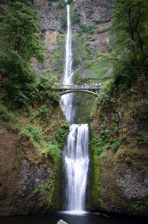 spectators: Un doble cascada con un puente para los espectadores
