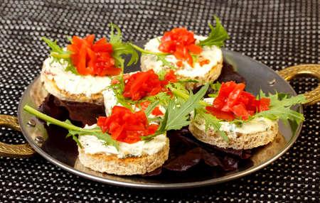 Sandwich with tomato, arugula and cream