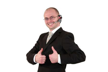 call center agent: un agente di centro di chiamata maschio sorridente con occhiali posa con il pollice in alto segno, isolato su sfondo bianco  Archivio Fotografico