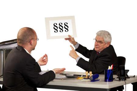 Senior Manager Verweigerung der Gehaltssteigerung von seinen Angestellten auf den Mindestlohn