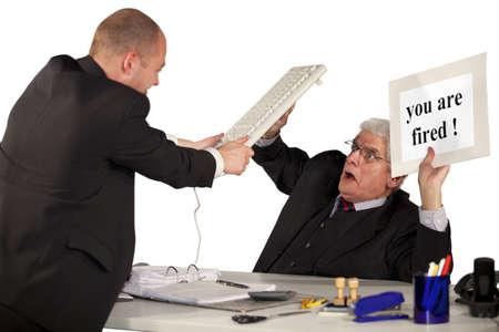 attacking: Un empleado despedido atacando a su jefe, senior manager, con un teclado