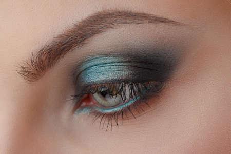 ojos hermosos: Maquillaje hermoso del ojo. Make up detalle.