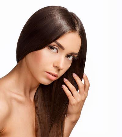 unas largas: Hermosa chica con el pelo casta�o. Shine largo cabello lacio con la salud.