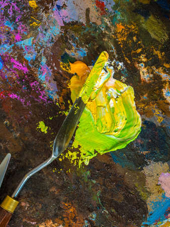 palette knife: Palette knife on a palette for mixing oil paints. Stock Photo