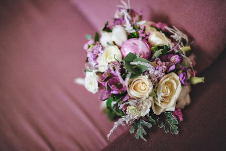 Blumenschmuck Aus Lavendel Und Krautern Hochzeit Dekoration