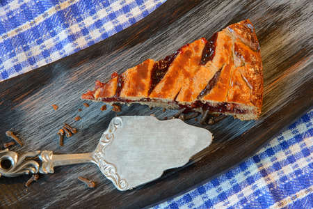 Cranberry pie on a textured cutting Board Banco de Imagens - 73006952