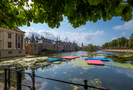 A view on the Hofvijver (court pond) and the Dutch parliament buidings (Het Binnenhof), in The Hague, Netherlands 版權商用圖片