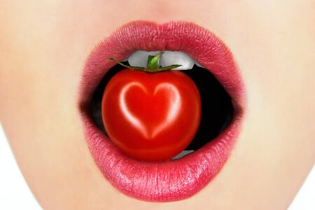 lips with tomato photo