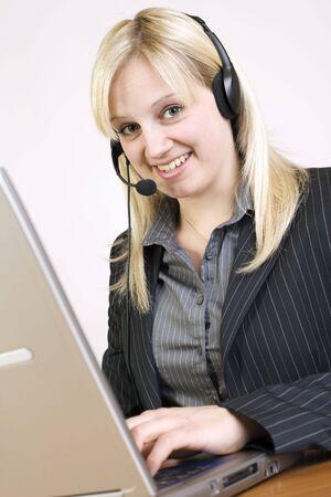 call center agent: Call Center Agent bei der Arbeit Archivio Fotografico