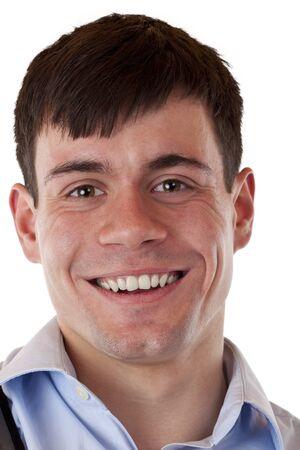 foto carnet: Retrato de un joven sonriente.Aislados sobre fondo blanco.
