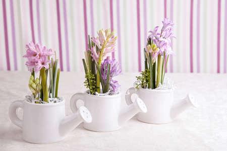 kettles: Flores del jacinto ramo en composici�n hervidores