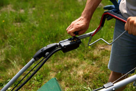 Starting an lawn mower is mow lawns. Banco de Imagens - 119667208