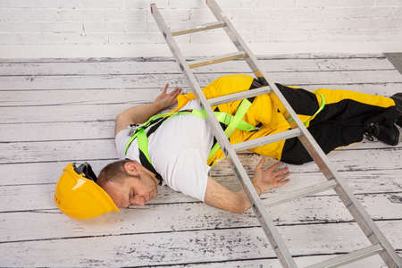 A construction accident is inevitable when we do not comply with the Occupational Safety and Health Regulations. Fall from a ladder.