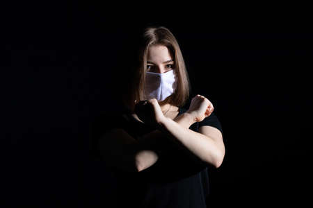 Protective respiratory mask for people that reduces the risk of infection with viruses and bacteria.