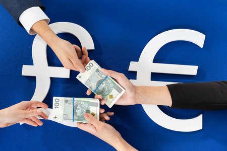 Transferring money inside the European community and outside it through cash operations. 免版税图像