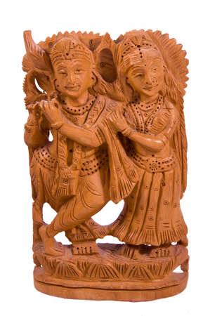 sandal tree: Dios Krisha con amada Radha sandalia �rbol estatua de la India aislada en blanco