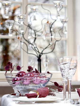 Weihnachten Tabelle Dekoration. Ball in die Schale Glas.
