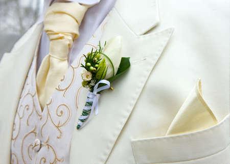 Chupito de detalle de la flor en el ojal. Traje del novio Foto de archivo - 5960706