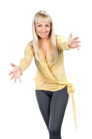 Frau im gelben Bluse st�ndigen, isoliert auf wei�