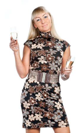 Blonde Frau in flowered Kleid mit zwei Gl�ser Wein isoliert Lizenzfreie Bilder