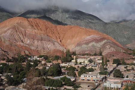 プルママルカ アルゼンチン、ユネスコの世界遺産でセロ 7 色