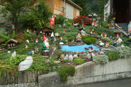 gnomi: gnomi da giardino a Engelgerg su Alpi svizzere