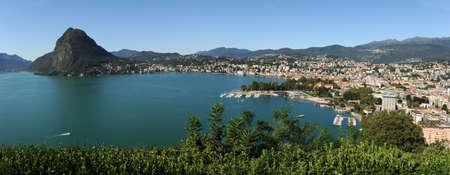 スイス連邦共和国のイタリアの部分に Lugano 湾 写真素材