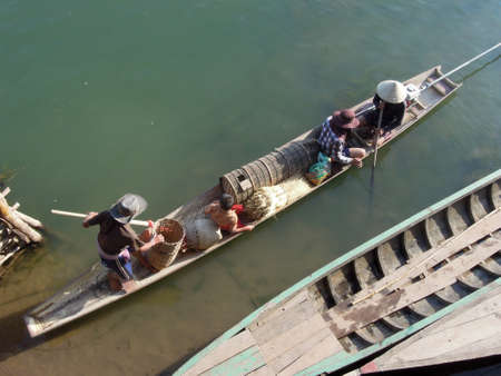 det: Family on canoe at Don Det  island on Laos