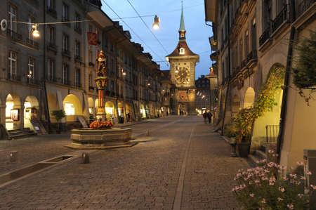 Vicolo torre dell'orologio a Berna la Svizzera Editoriali