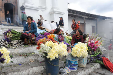 indios: Woman selling flowers in front of church of Santo Tomas at Chichicastenango on Guatemala Editorial