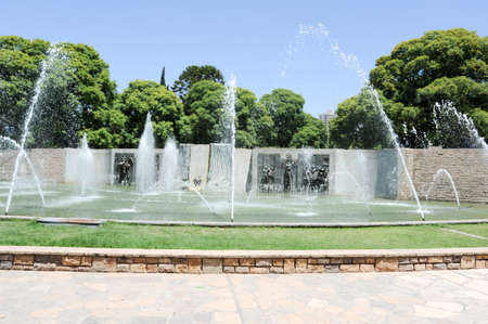 mendoza: Fountain and monument at Independence square in Mendoza, Argentina