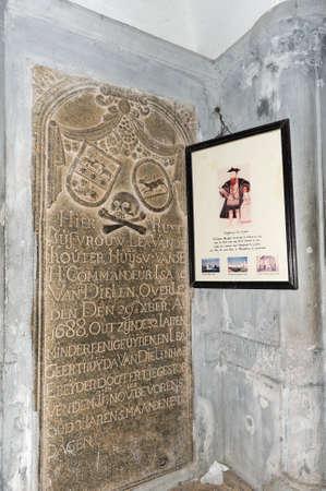 descubridor: Tumba del descubridor de la ruta mar�tima a la India de Vasco da Gama en San Francisco iglesia en Fort Cochin Editorial