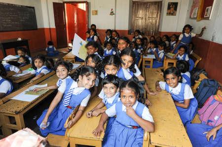 üniforma: Fort Cochin, Hindistan - 22 Ocak 2015: Hindistan'ın Fort Cochin onları okulda sınıfta öğrenciler