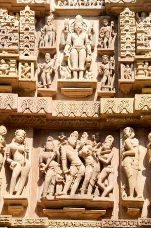 khajuraho: Detalle de la obra en los templos de Khajuraho en la India
