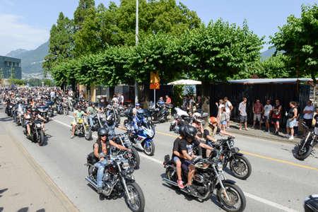 ルガノ, スイス - 2015 年 7 月 4 日: スイス連邦共和国のスイスのルガノでスイスのハーレーの日パレードの Bykers 報道画像