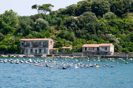 goteros: Aquaclture Mejillón en Palmaria isla cerca de Portovenere en Italia