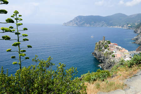 vernazza: Scenic view of colorful village Vernazza and ocean coast in Cinque Terre, Italy