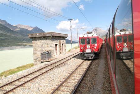 treno espresso: Bernina Express Train, patrimonio mondiale Unesco Editoriali