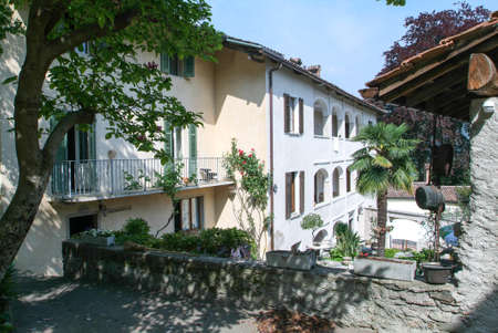 collina: Houses at the old village of Bigogno on the italian part of Switzerland