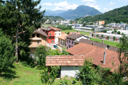 collina: Houses at the old village of Scairolo on the italian part of Switzerland