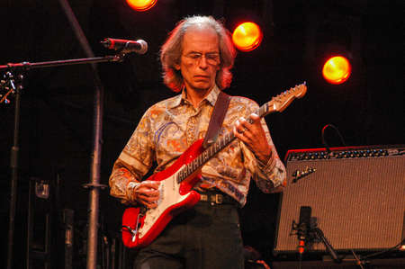 steve: Lugano, Switzerland - 8 July 2004: the guitarist Steve Howe of Yes group during Estival Jazz in Lugano, Switzerland